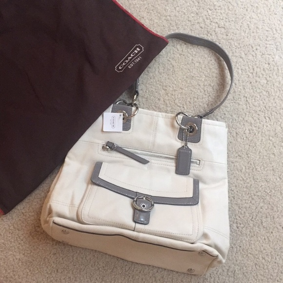 b1e081af8448 Coach Penelope white gray leather bucket tote nwt